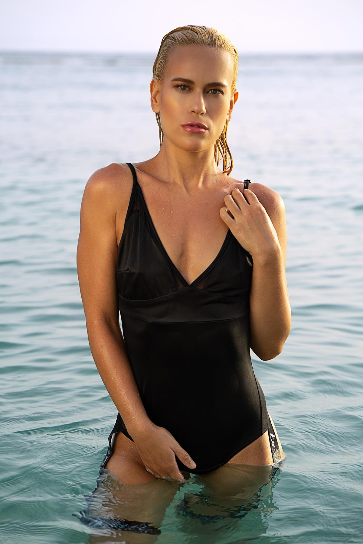 Modelo Sarah Umpierrez con bañador Bénelo